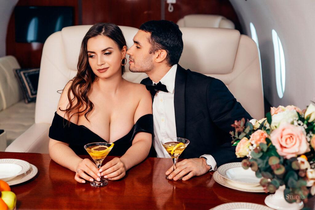 фотосессия в самолете, фотосессия в частном самолете спб, салон самолета для фотосессии, love story в самолете, новогодняя фотосессия в самолете , фотосессия в стиле джеймса бонда
