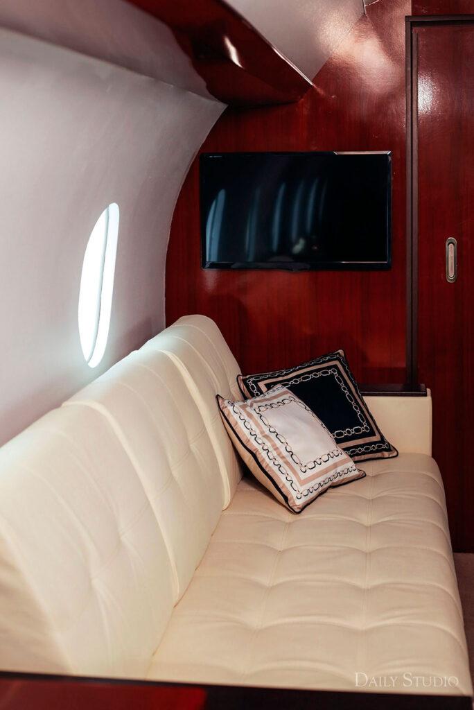 фотосессия в самолете, фотосессия в частном самолете спб, салон самолета для фотосессии