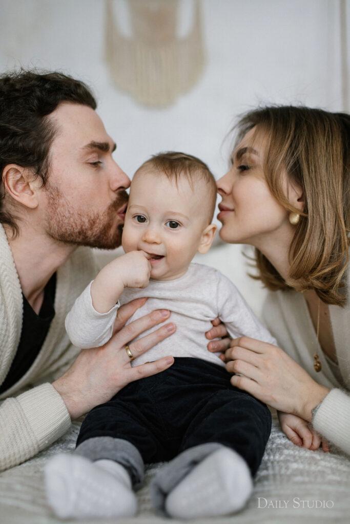 фотосессия семья с ребенком, фотосессии детей в студии фото