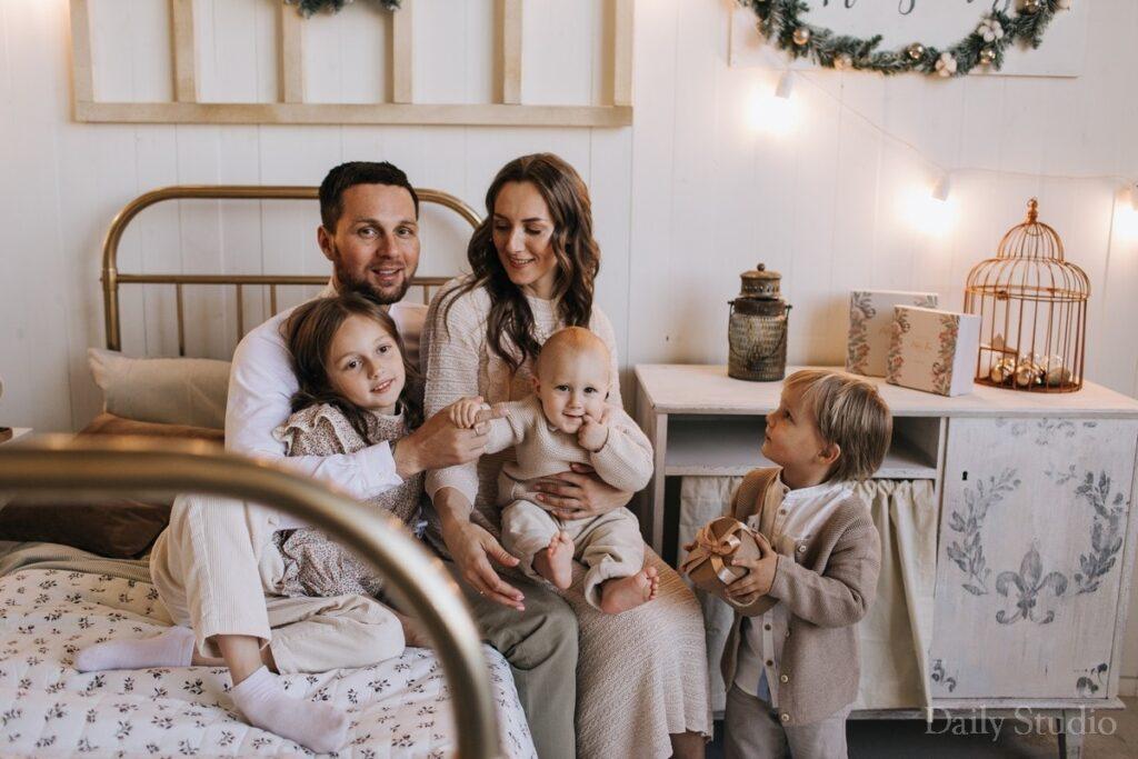 фэмили лук для всей семьи на фотосессию, зимняя фотосессия семьи