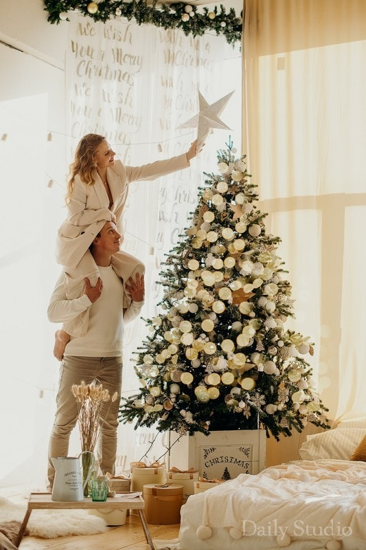 фотосессия около елки, фотосессия муж и жена