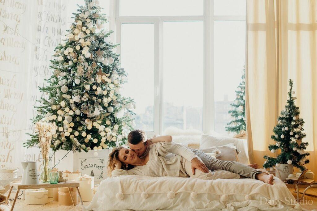 фотосессия на кровати, новогодняя фотосессия в пижамах